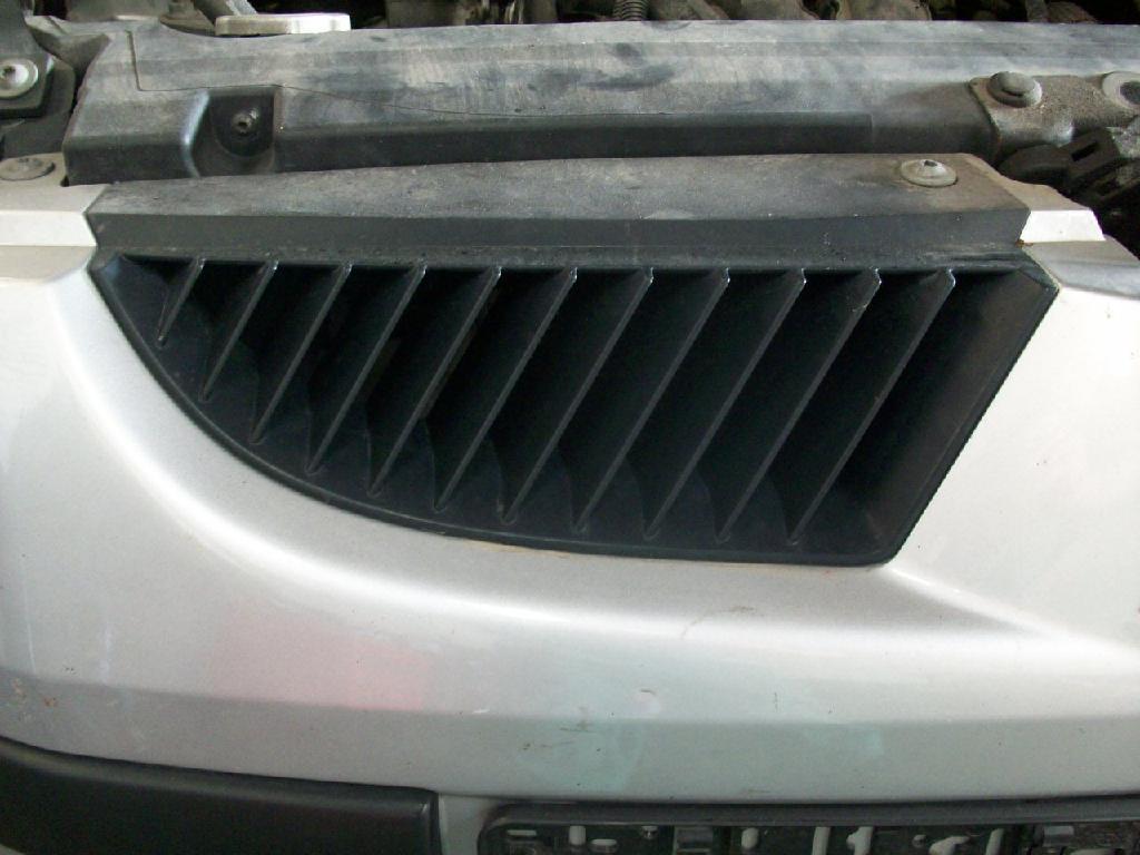 Kühlergrill MITSUBISHI Colt VI (Z30) 1.1 MPI 55 kW 75 PS (10.2004-> )