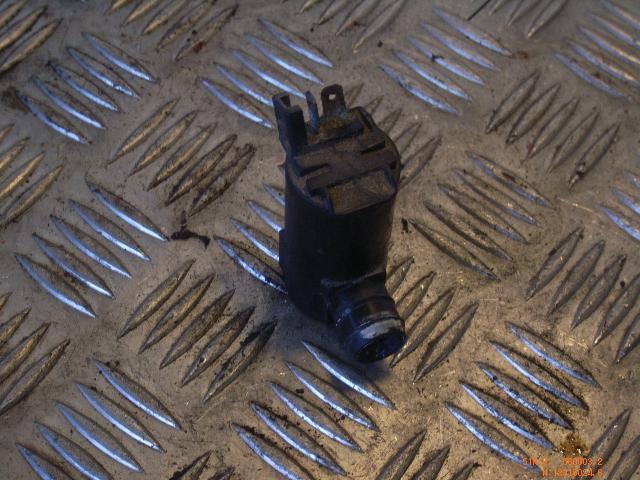Scheibenwaschanlagenpumpe MITSUBISHI Lancer V Station Wagon (CAOW) 1.6 83 kW 113 PS (12.1992-10.2003) 0602101480