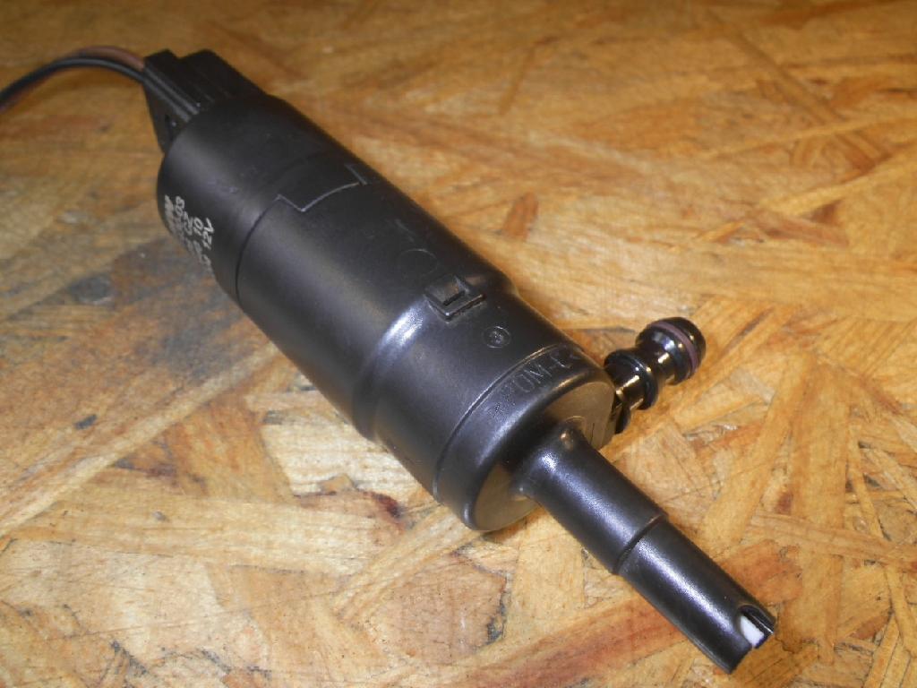 Waschwasserpumpe für Scheinwerferreinigung BMW X3 (E83) 2.0d 110 kW 150 PS (10.2004-> ) 8377430
