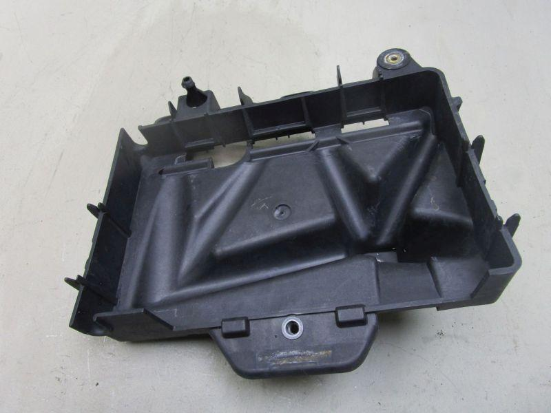Batterie Halter Batterieträger SKODA ROOMSTER (5J) 06-10 51 KW 6Q0915331