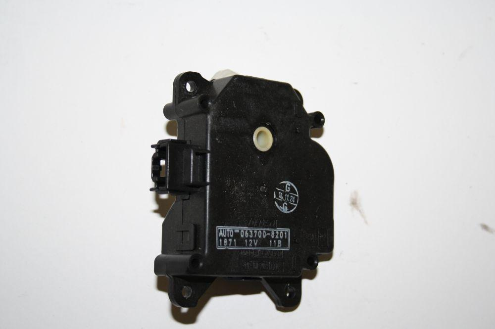 Stellmotor Heizung Lexus LS 430 0637008201 DENSO 05/2001