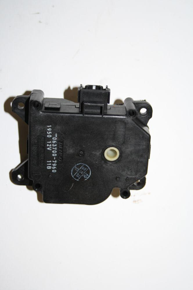 Stellmotor Heizung Lexus LS 430 0637007960 DENSO 05/2001