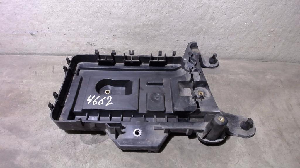 Batterie Träger Kasten 1K0915333 VW Passat