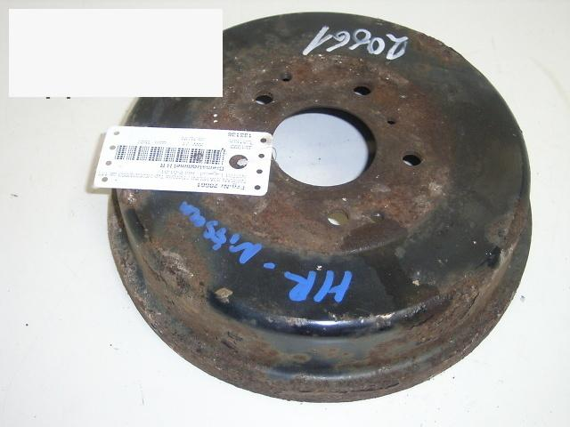Bremstrommel hinten rechts NISSAN (DATSUN) SERENA (C23M) 1.6 16V