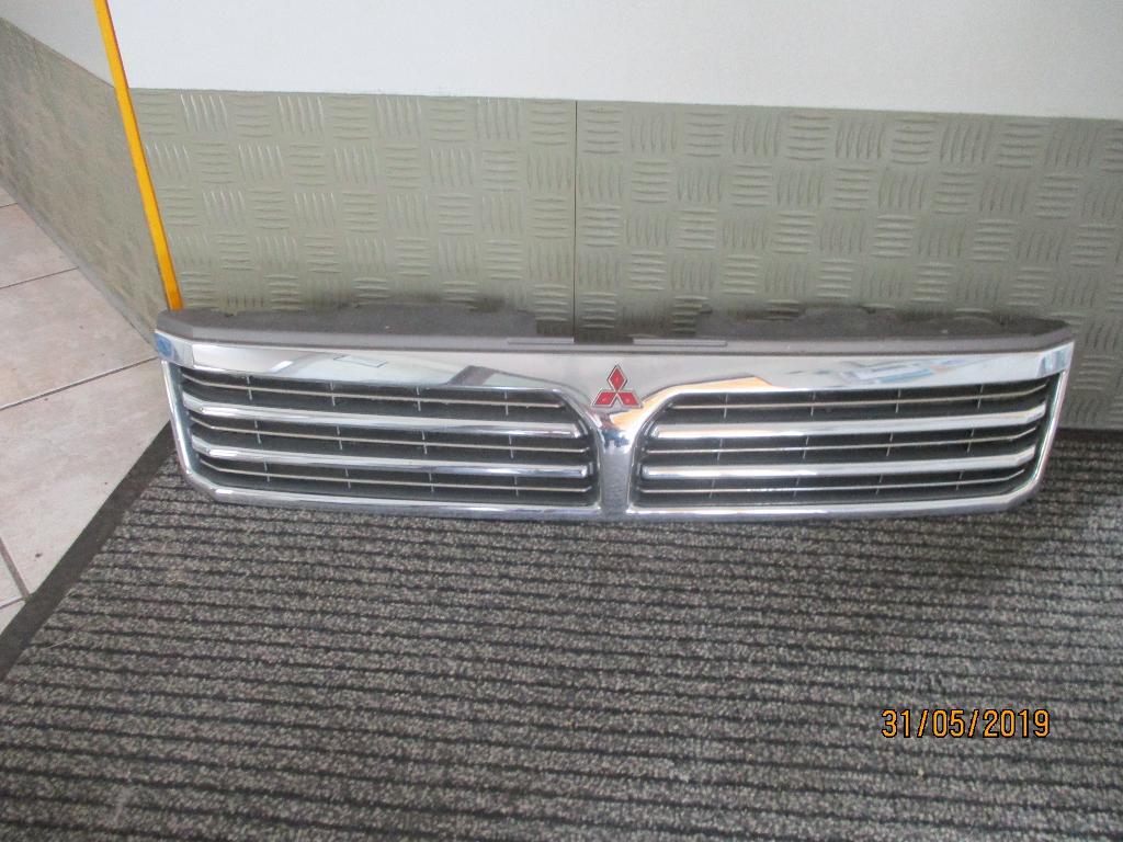 Kühlergrill Mitsubishi Space Wagon