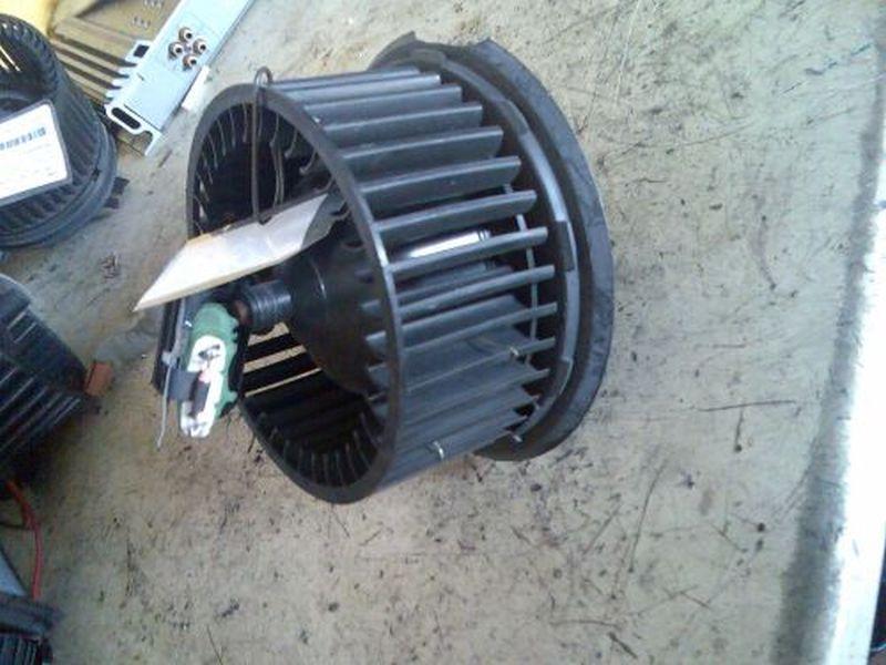 Innenraumgebläse Heizungsgebläsemotor mit Wiederstand VW VENTO (1H2) 1.8 66 KW 1H1819021