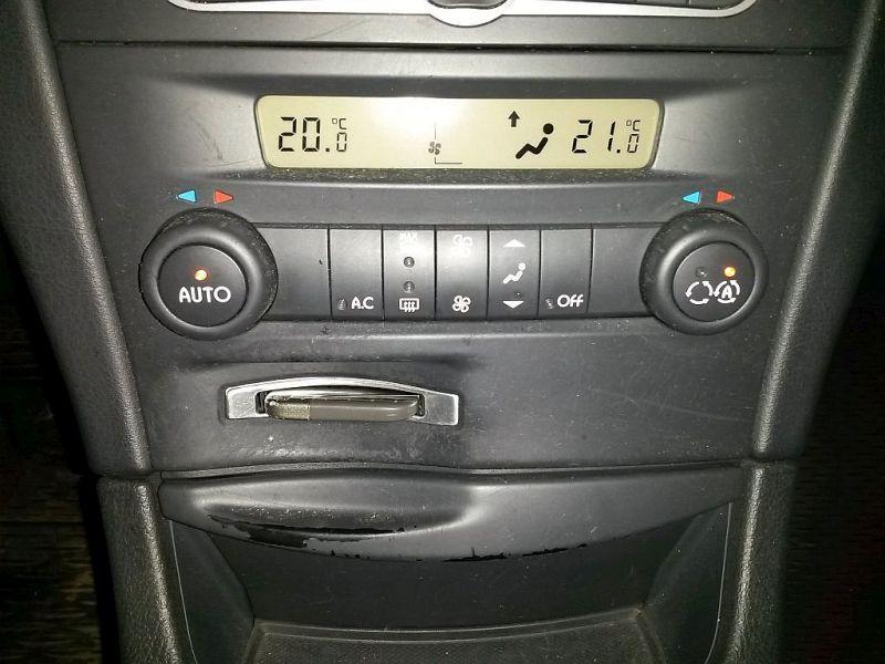 Bedienelement, Klimaanlage  RENAULT LAGUNA II GRANDTOUR (KG0/1_) 2.2 DCI 102 KW 8200371295