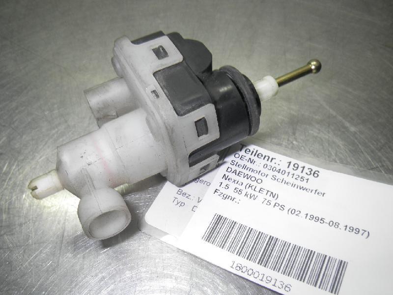 Stellmotor Scheinwerfer DAEWOO Nexia (KLETN) 1.5 55 kW 75 PS (02.1995-08.1997) 0304011251