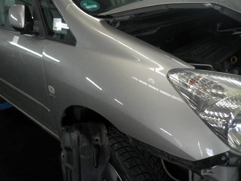 Kotflügel rechts vorne TOYOTA Corolla Verso (E12J1) 1.6 VVT-i 81 kW 110 PS (01.2002-05.2004) 1D9SILVERGRAPHITEMET