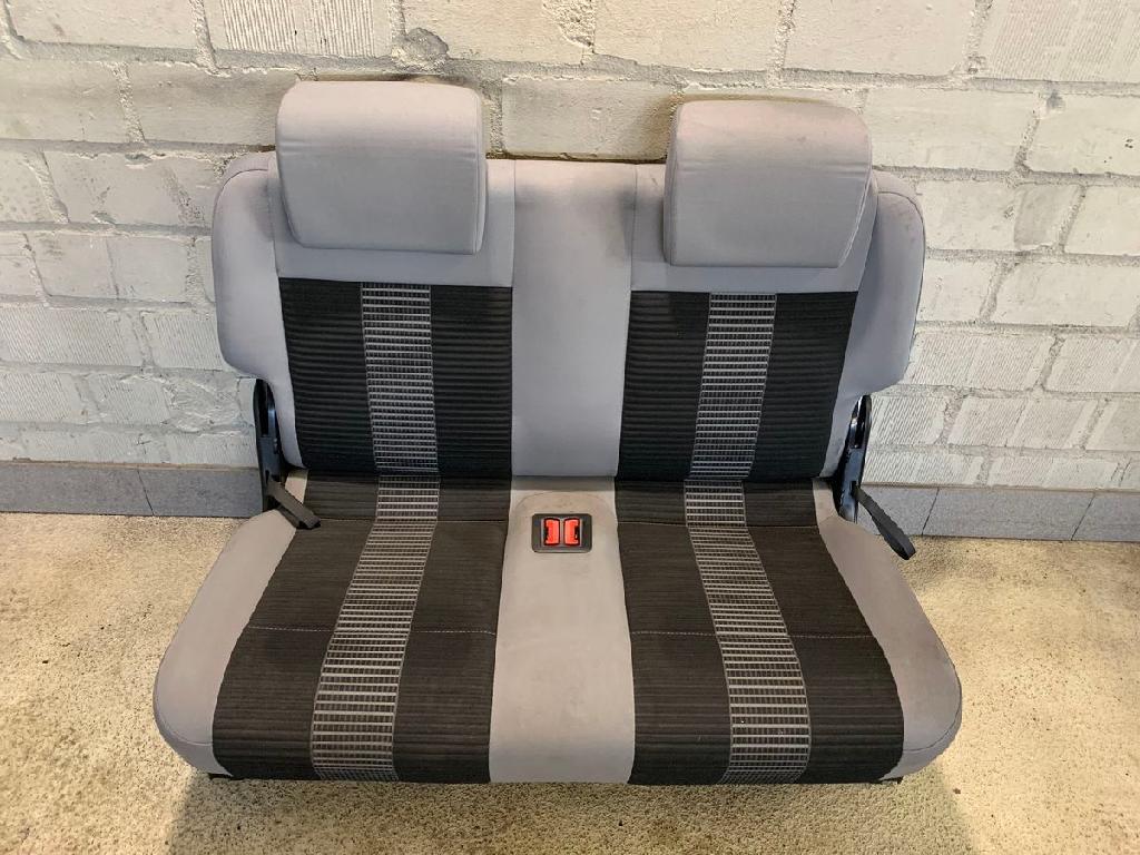 VW Caddy III Life (2K) 1.4 80 PS Innenausstattung Sitze