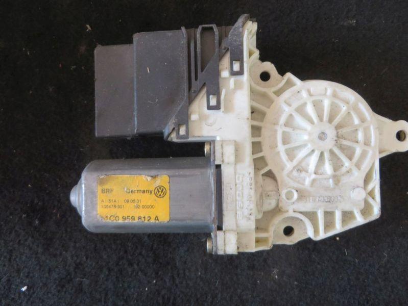 Motor Fensterheber rechts hinten VW GOLF IV (1J1) 1.4 16V 55 KW 1C0959812A Bild 1