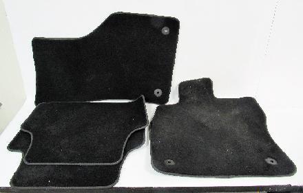 Fußmatten für VW Tiguan in Velours schwarz mit Nubukband und farbigem Unterband